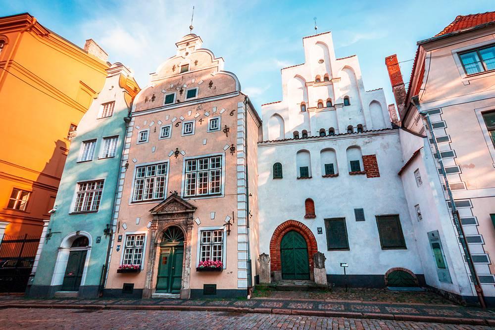 Самый старый комплекс жилых домов Риги называют «Три брата». Это дома № 17, 19 и 21 по улице Маза Пилс