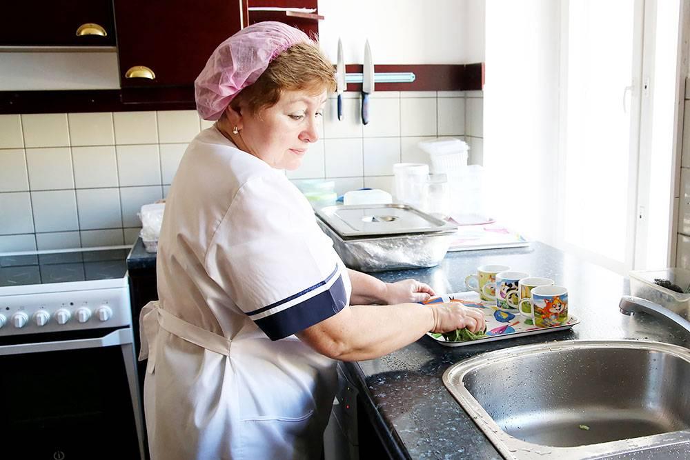 Цех доготовки напоминает обыкновенную домашнюю кухню, но обычно здесь не готовят, а только разогревают и сервируют еду
