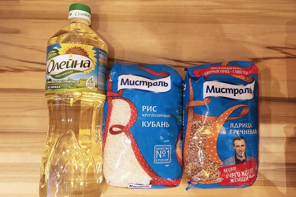 В дополнение к гречке из бакалеи мы купили рис и подсолнечное масло дляжарки