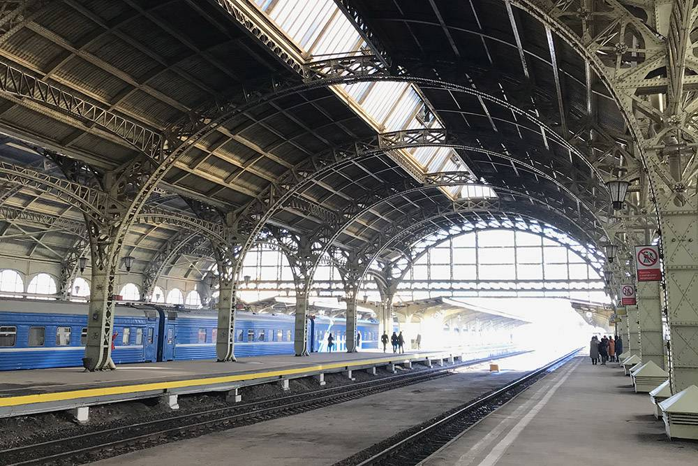 На Витебском вокзале любят снимать фильмы про дореволюционную жизнь. Например, его можно увидеть в «Статском советнике» или «Анне Карениной»