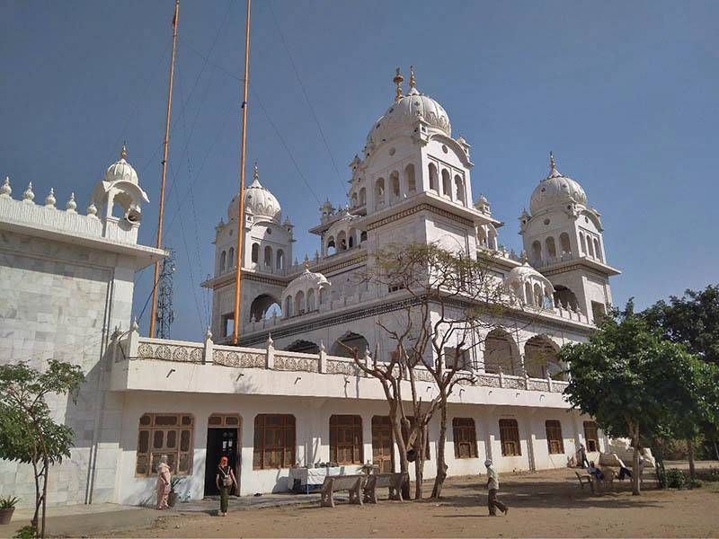 Сикхские храмы, или гурудвары, почти всегда построены из белого мрамора