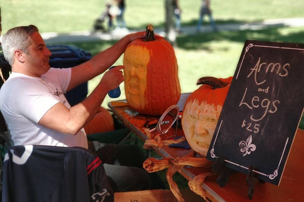 Во время сбора урожая в октябре практически в каждом районе проводили фестивали. Мы ездили на самый масштабный в Сакраменто, где взвешивали огромные тыквы. Приз в 5000$ (376 750<span class=ruble>Р</span>) отдали хозяину овоща весом в 1200 фунтов — это более 500 кг
