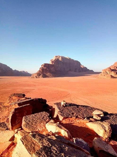 Пустыня Вади-Рам славится красным песком — не случайно фильм «Марсианин» снимали именно тут