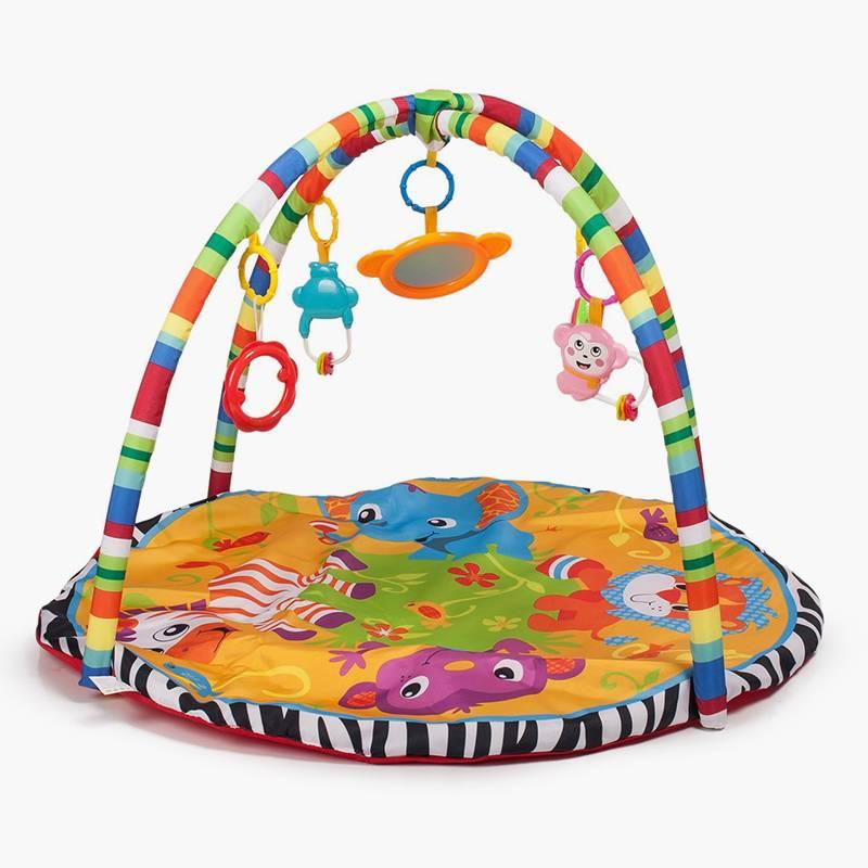 В «Детском мире» такой коврик с дугами для игрушек стоит 1819<span class=ruble>Р</span>. Коврик познакомит ребенка с разными цветами и текстурами, а родители помогут узнать, какими словами называются нарисованные животные