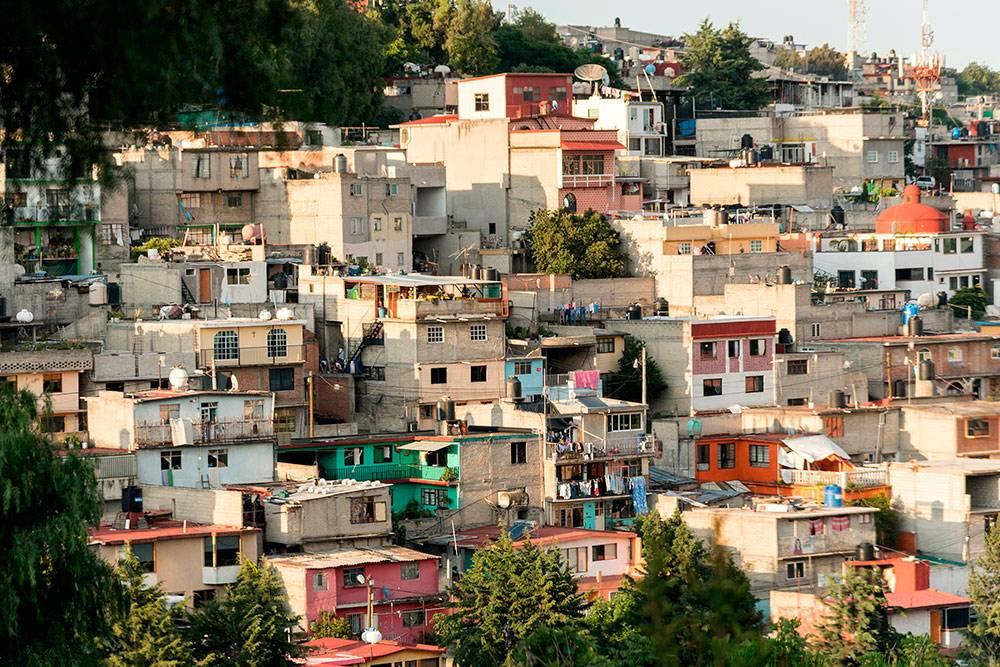 Местные фавелы: один из самых опасных районов Мехико — El Hoyo. Фото: Suriel Ramzal / Shutterstock