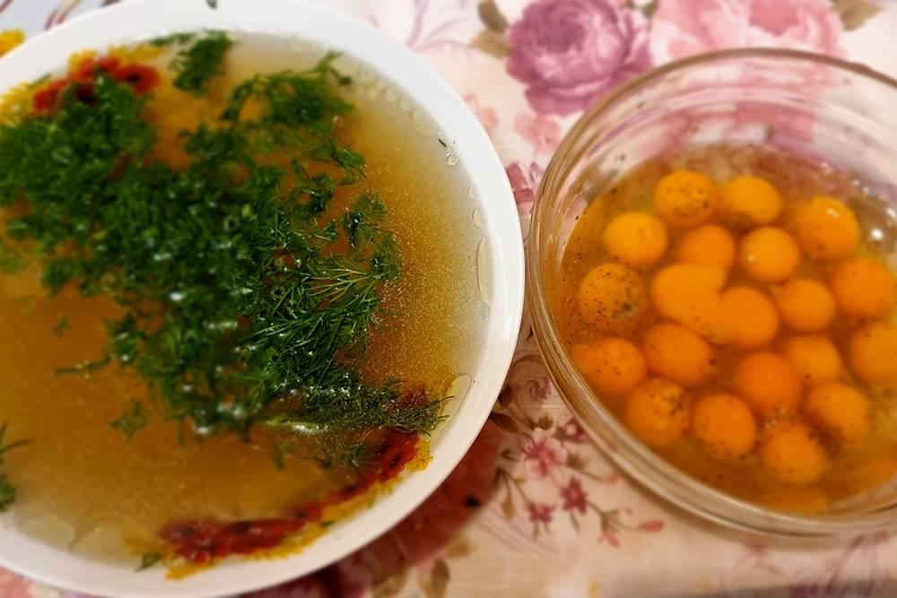 Перепелиные яйца я пью сырыми: длясальмонеллеза у перепелов слишком высокая температура тела, а на вкус просто идеально