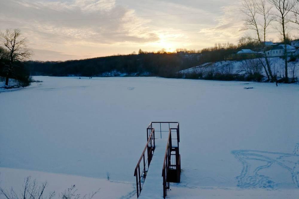 Водоемы здесь называют «став», от украинского «ставок» — пруд. На фото — Вонючий Став, раньше в него сливали сточные воды