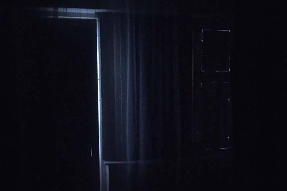 Теперь свет проходит только через небольшие щели