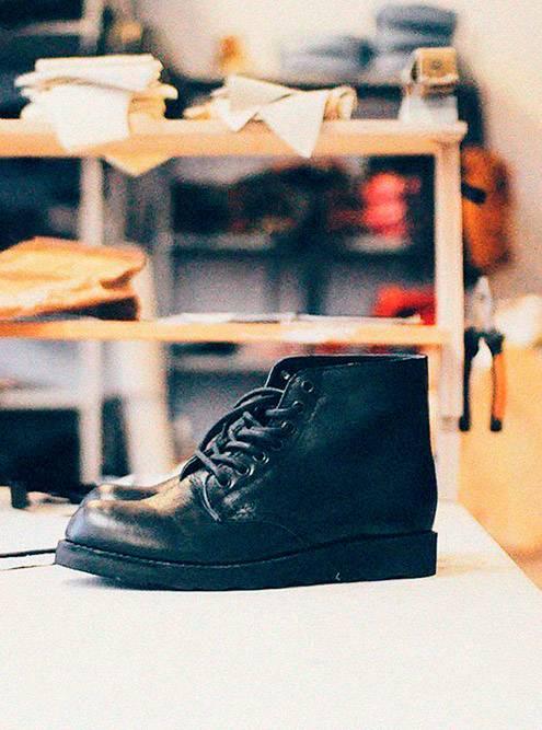 На производство одной пары уходило 2000рублей, а продавали ее за 4500рублей. Всего продали 20 пар ботинок