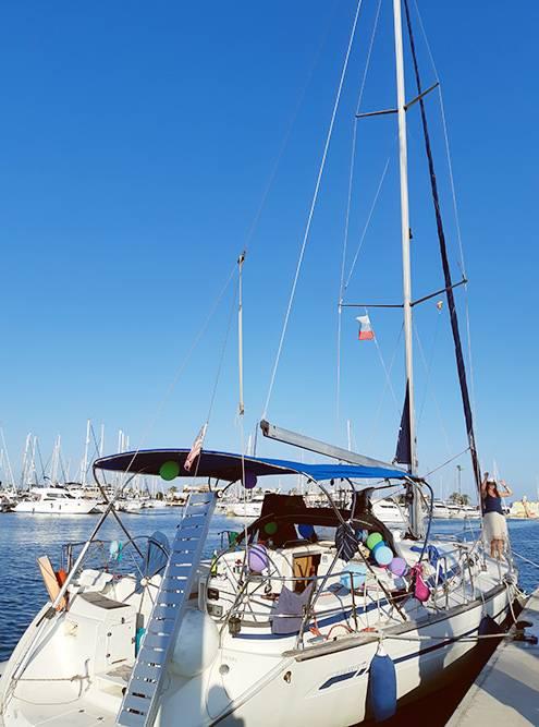 В яхт-туре я отмечала свой день рождения — в честь него другие члены экипажа украсили палубу шариками