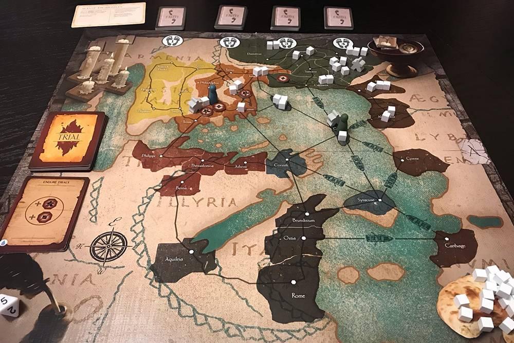Автор Commissioned поместил на игровое поле карту Средиземноморья. Она выглядит так, как ее изображали в Древнем Риме
