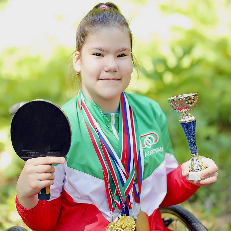 Еще мы познакомились с Рияной, которая в 12 лет стала чемпионкой Татарстана по теннису