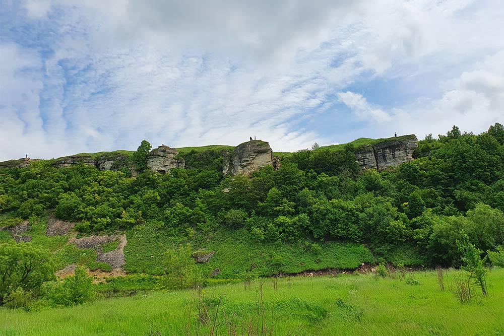 За красивые пейзажи Воргольские скалы часто называют елецкой Швейцарией. Там хорошо в любое время года: весной можно любоваться заливными лугами, а осенью — яркими красками вокруг
