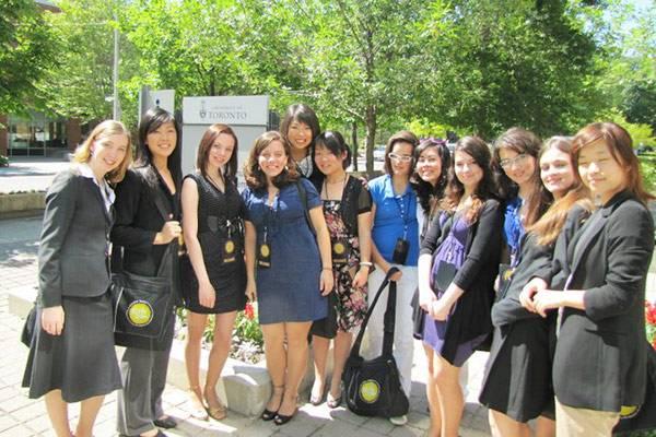 Это я — третья слева — на конференции Girls 20 Summit в Торонто в 2010году
