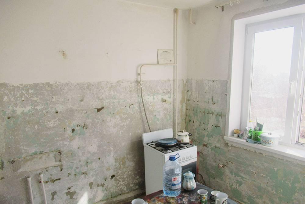 Так выглядела наша кухня до подготовки стен