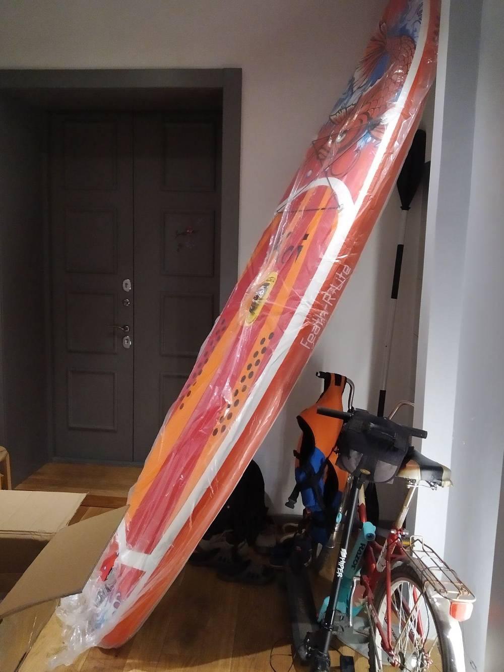 Одна издосок, которую я продавал, вдлину была 350см. Вот как она выглядела вмоей квартире счетырехметровыми потолками