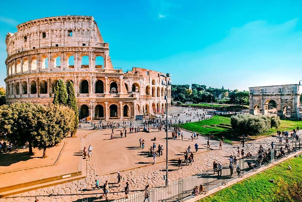 Колизей — главный символ Рима. Источник: Thana Thanadechakul / Shutterstock