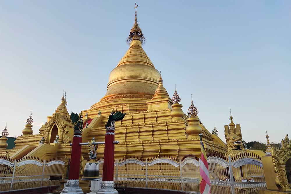 Пагода Kuthodaw в Мандалае