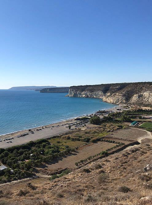 Вид на пляж «Курион» из археологического парка