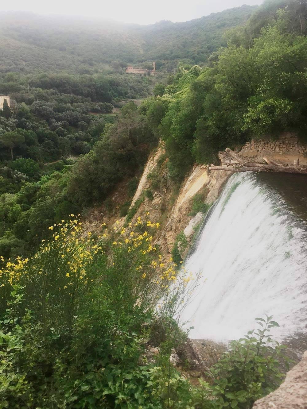 Водопад в парке Мармоне