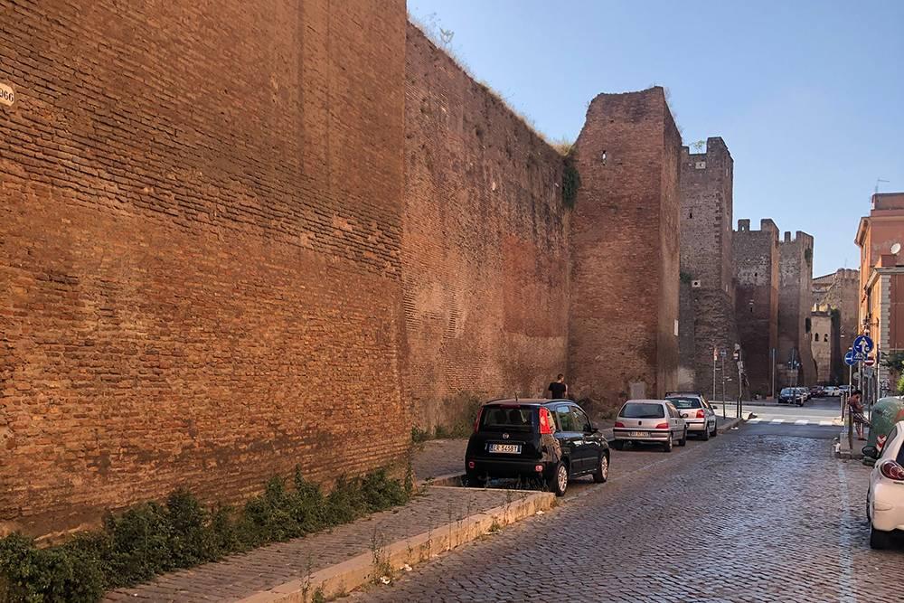 И остатки крепостной стены