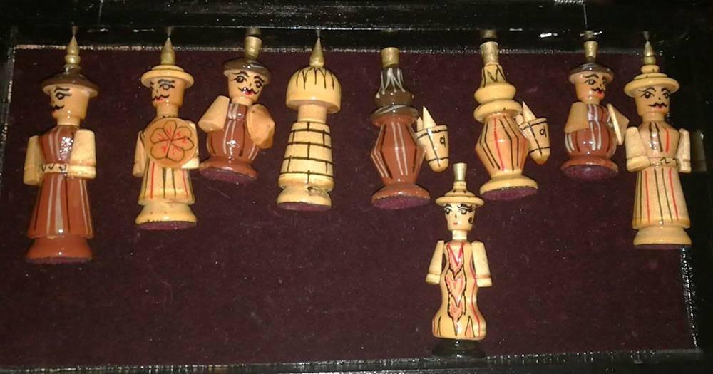 Аэто сами шахматные фигуры ввиде узбекских воинов