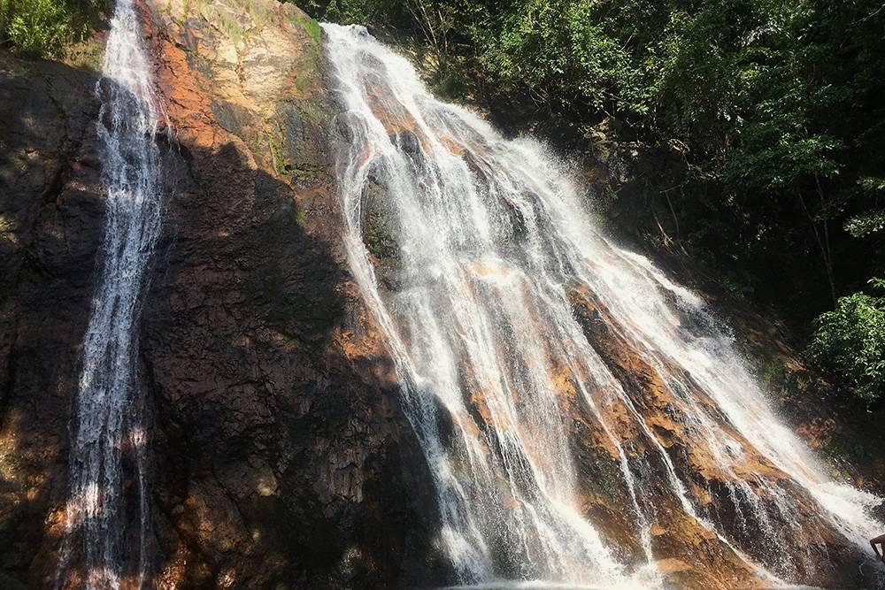 Водопадов Намуанг на острове Самуи целых два: № 1 и 2. В № 1 было здорово искупаться в жару