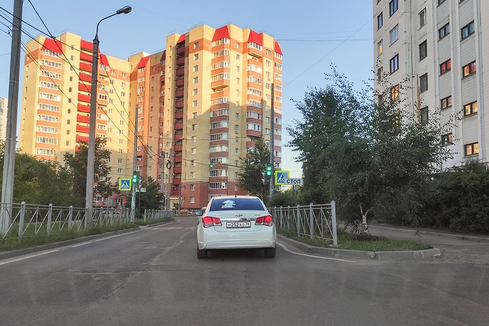 Родной район сейчас пестрит многоэтажками, но хоть дорогу отремонтировали. P. S. Не делайте фото за рулем!