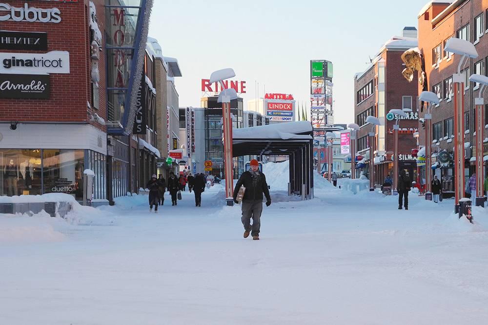 Торговые улицы Рованиеми зимой. Даже если выпало много снега, улицы быстро чистят. Источник: flightlog / Flickr