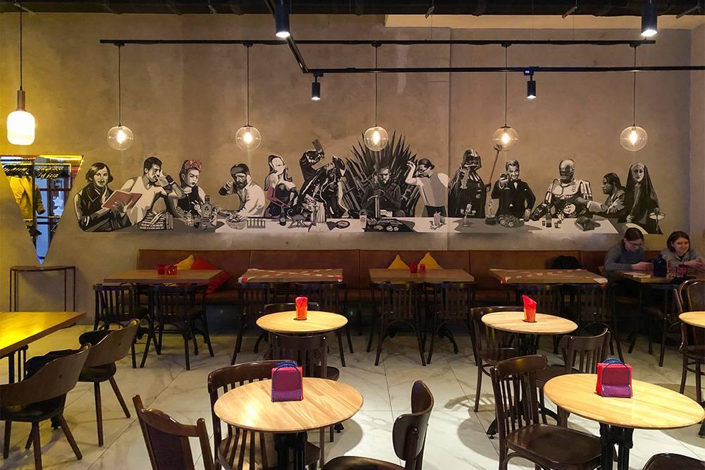 Граффити-аллюзия на «Тайную вечерю» в баре