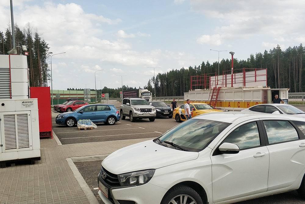 Заправка на трассе М11, остановились размяться