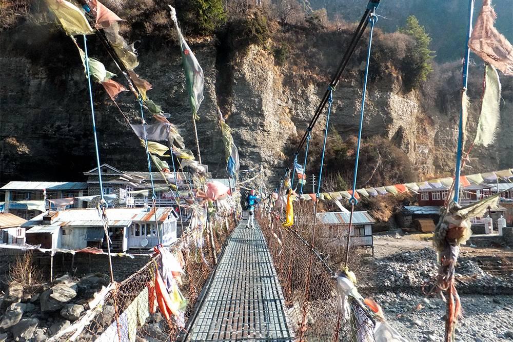 Подвесные мосты проектировали швейцарцы, а строили их на пожертвования непальцев