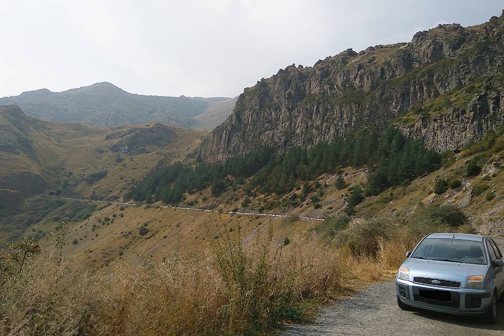 Наш Форд Фьюжн 2007 года выпуска с автоматической коробкой передач. На нем мы продолжаем путешествовать по Закавказью