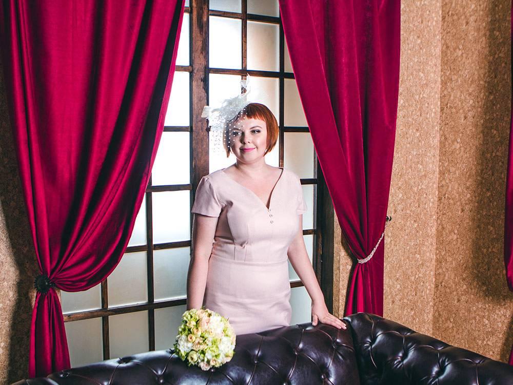 Платье на свою свадьбу я купила на сайте совместных покупок за 1800<span class=ruble>Р</span>. В магазине такое стоит от 4000<span class=ruble>Р</span>