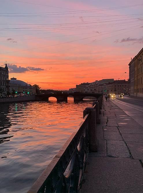 В июне в Санкт-Петербурге стоят белые ночи, а около 23 часов были яркие закаты