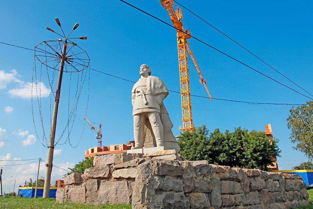 Памятник Емельяну Пугачеву. Фото: Dmitry Erokhin / Shutterstock