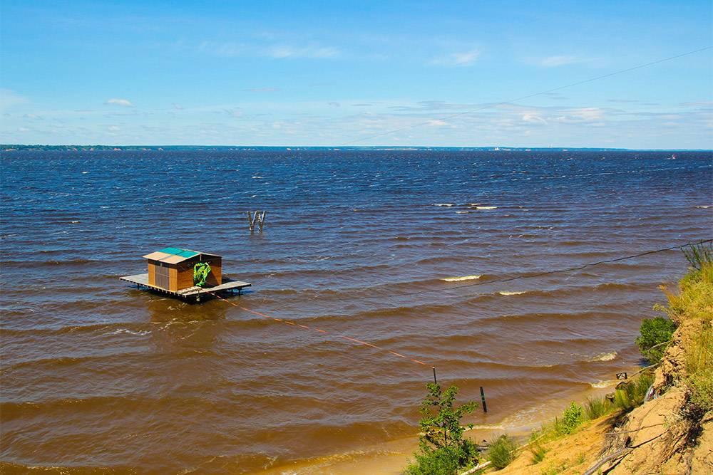 Горьковское море — искусственное водохранилище у местной ГЭС. Здесь чистая вода, поэтому купаться одно удовольствие, только от города далековато
