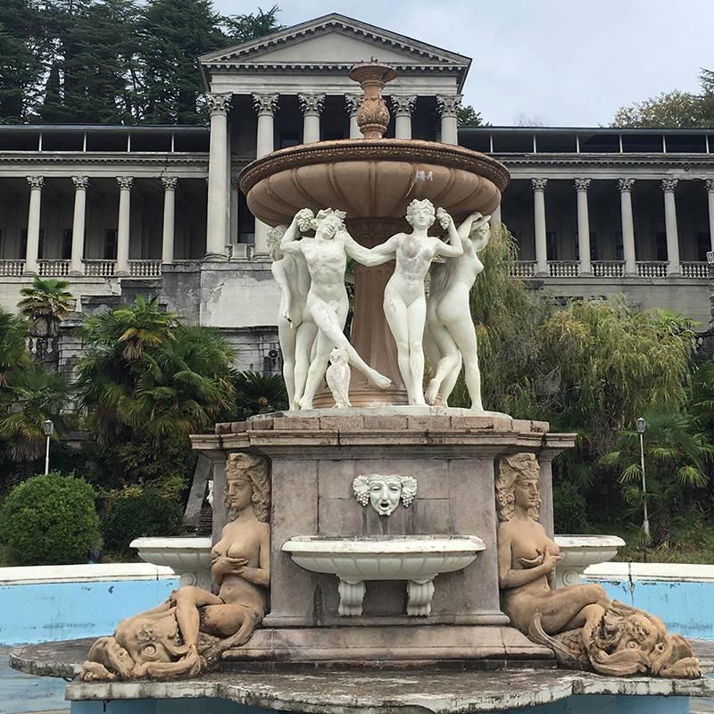 Люблю разглядывать этот фонтан: там женщины слицами народа нави изфильма «Аватар» исова