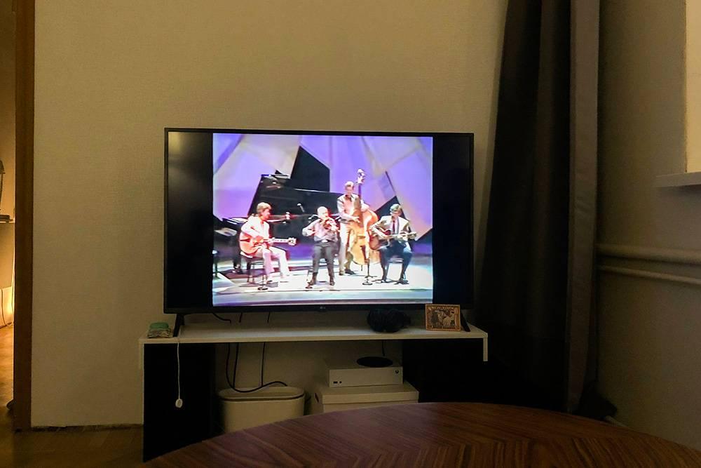 После фильма смотрим на «Ютубе» видео 1986года, на котором струнный квартет играет заглавную тему фильма It had to be you. Немного танцуем поднего