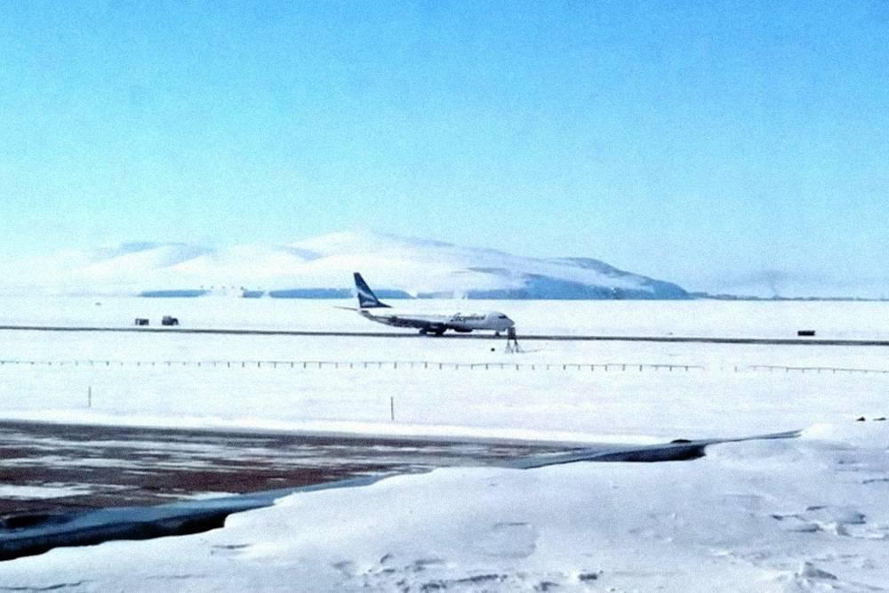 Взлетная полоса аэропорта Певек находится посреди тундры
