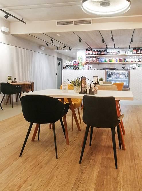 Кафе на первом этаже зала