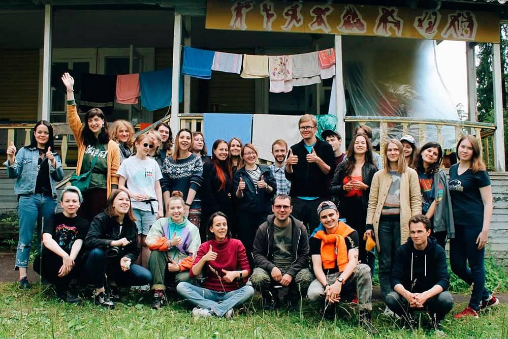 Я и моя мастерская «Дата-журналистика» летом 2019года. Я — крайняя справа. Источник: СлаваЗамыслов / группа «Летней школы» во «Вконтакте»