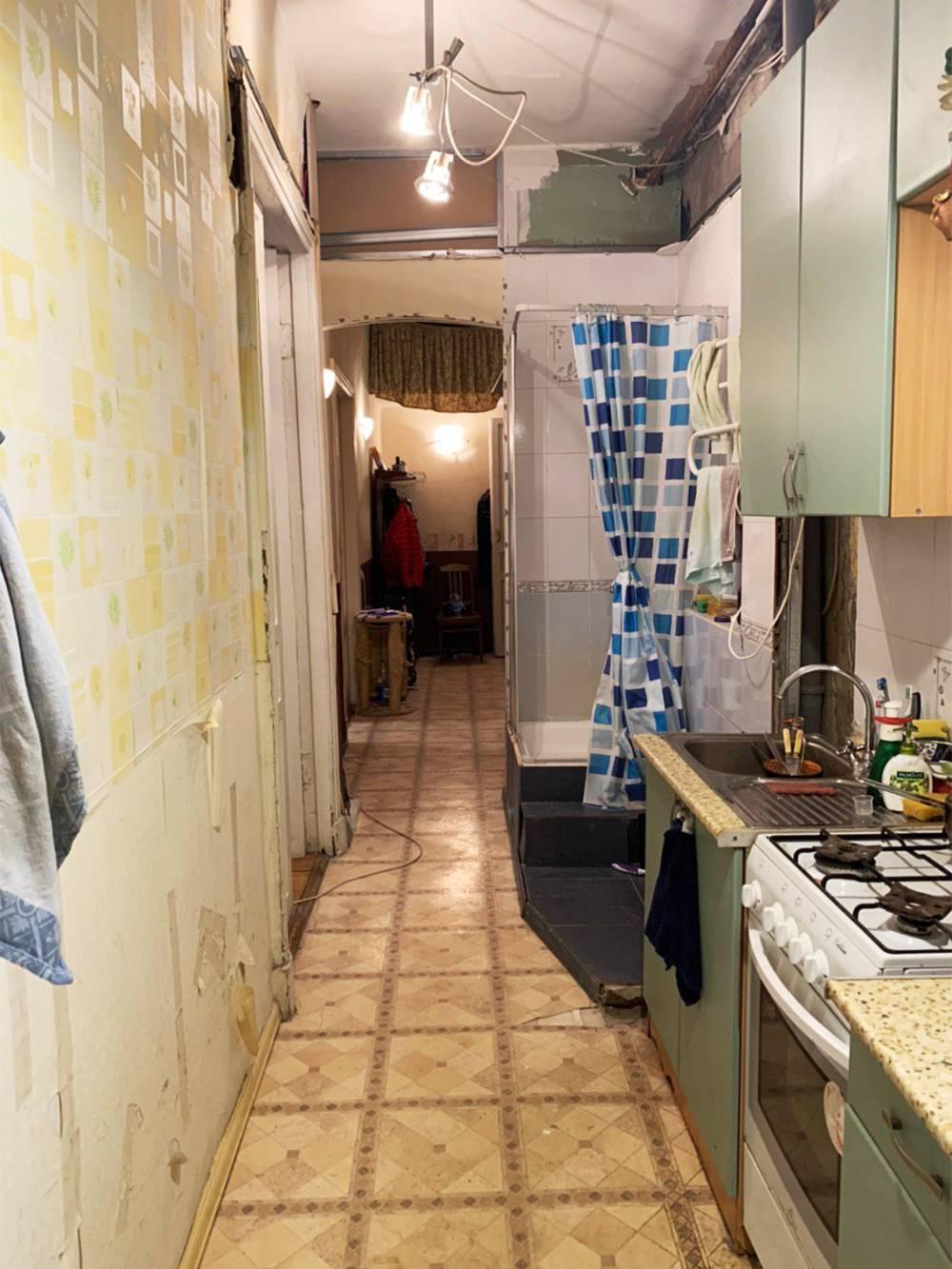 Кухня— в коридоре, душевая кабина— на кухне: классика старого фонда