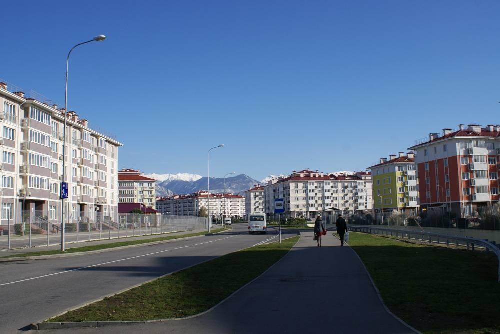 Апартаменты в таких комплексах в Адлере стоят 1200—1600<span class=ruble>Р</span>