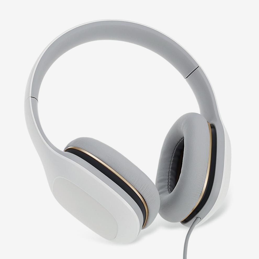 Накладные наушники можно использовать тем, чьи уши плохо воспринимают плотный охват полноразмерных
