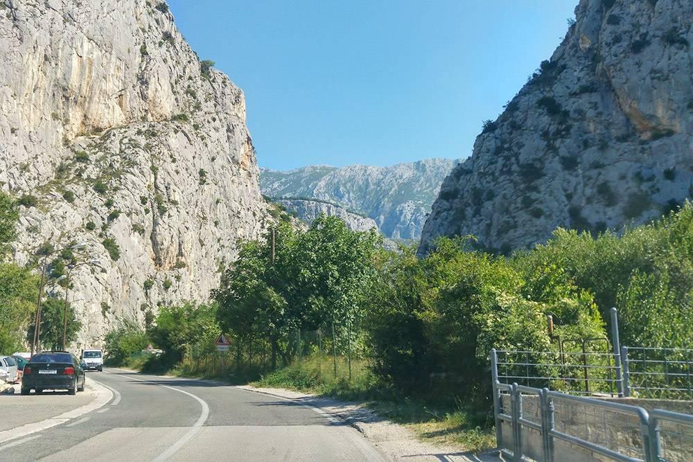 Дороги в Европе не только комфортные, но еще и красивые. За это я и люблю автопутешествия: можно за одну поездку посмотреть множество интересных мест, причем не только из путеводителя