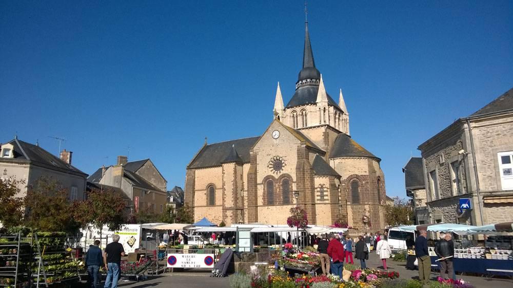 Рыночная площадь в субботний полдень