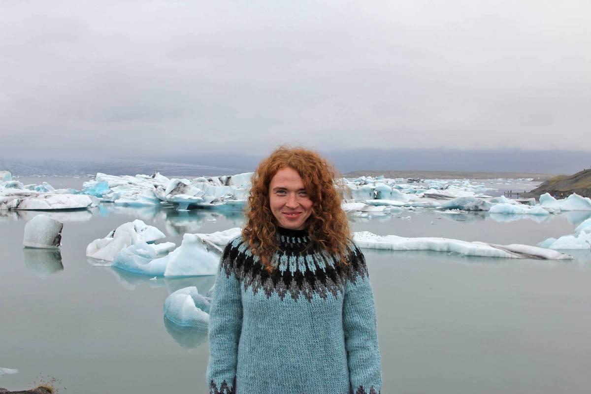 Я, ледниковая долина и традиционный исландский свитер