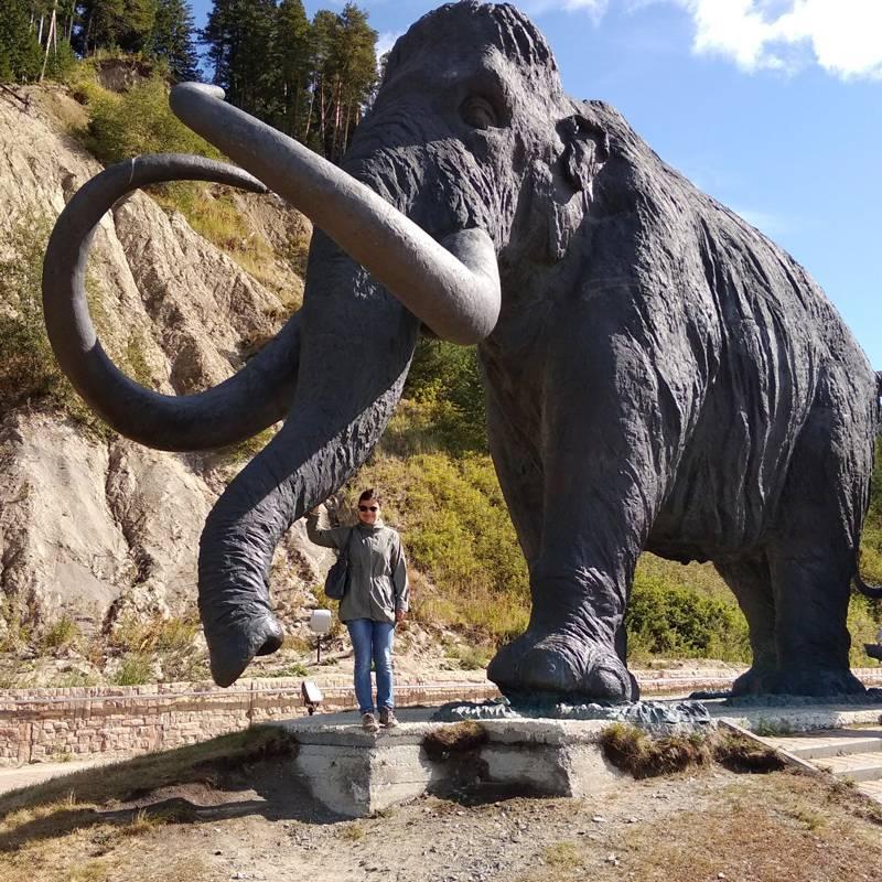 Статуя мамонта высотой 8 метров
