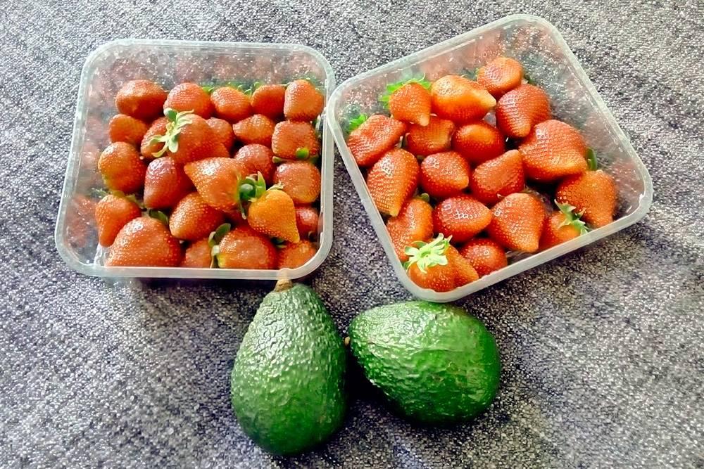 Клубника и авокадо с рынка в Сайренсестере. Все вместе стоило 3£